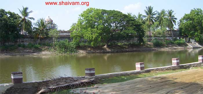 valivalam temple with holy theertha